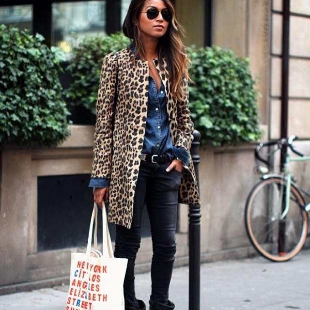 Even With Just Our Shopping Tote In Hand Sincerely Jules Looks Flawless